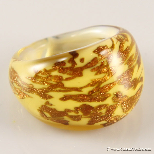 Avventurina Honey Murano ring in domed design
